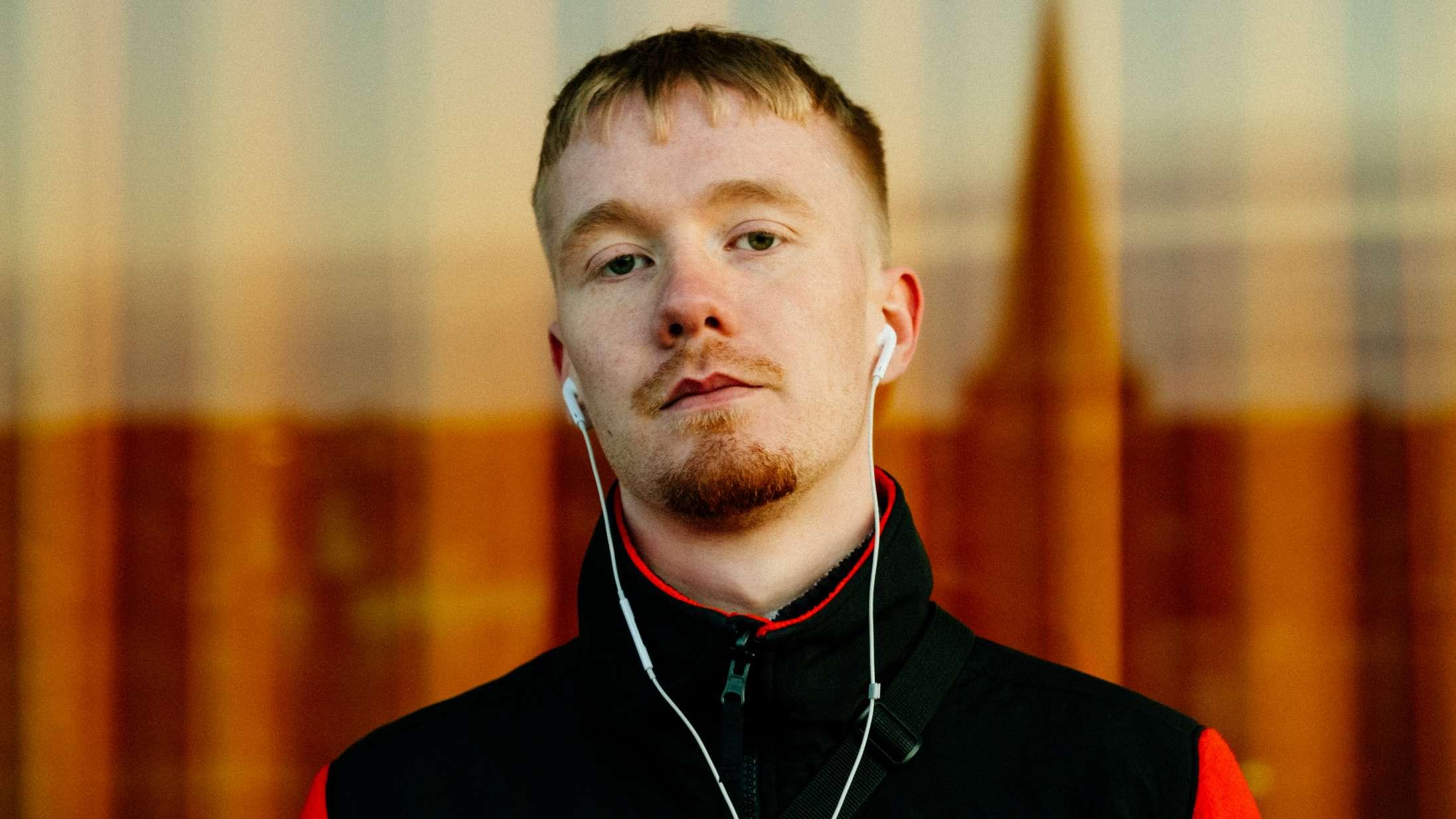 Den danske rapper Josvas debutalbum udforsker følelsen af at føle absolut ingenting