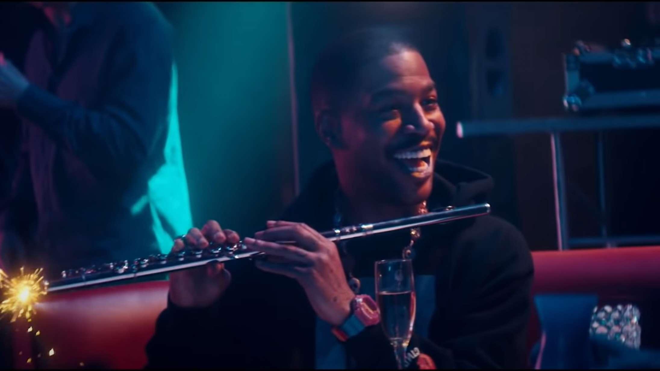 Kid Cudi og Timothée Chalamet er vilde med fløjter (!) i underligt elskværdig 'SNL'-spoof