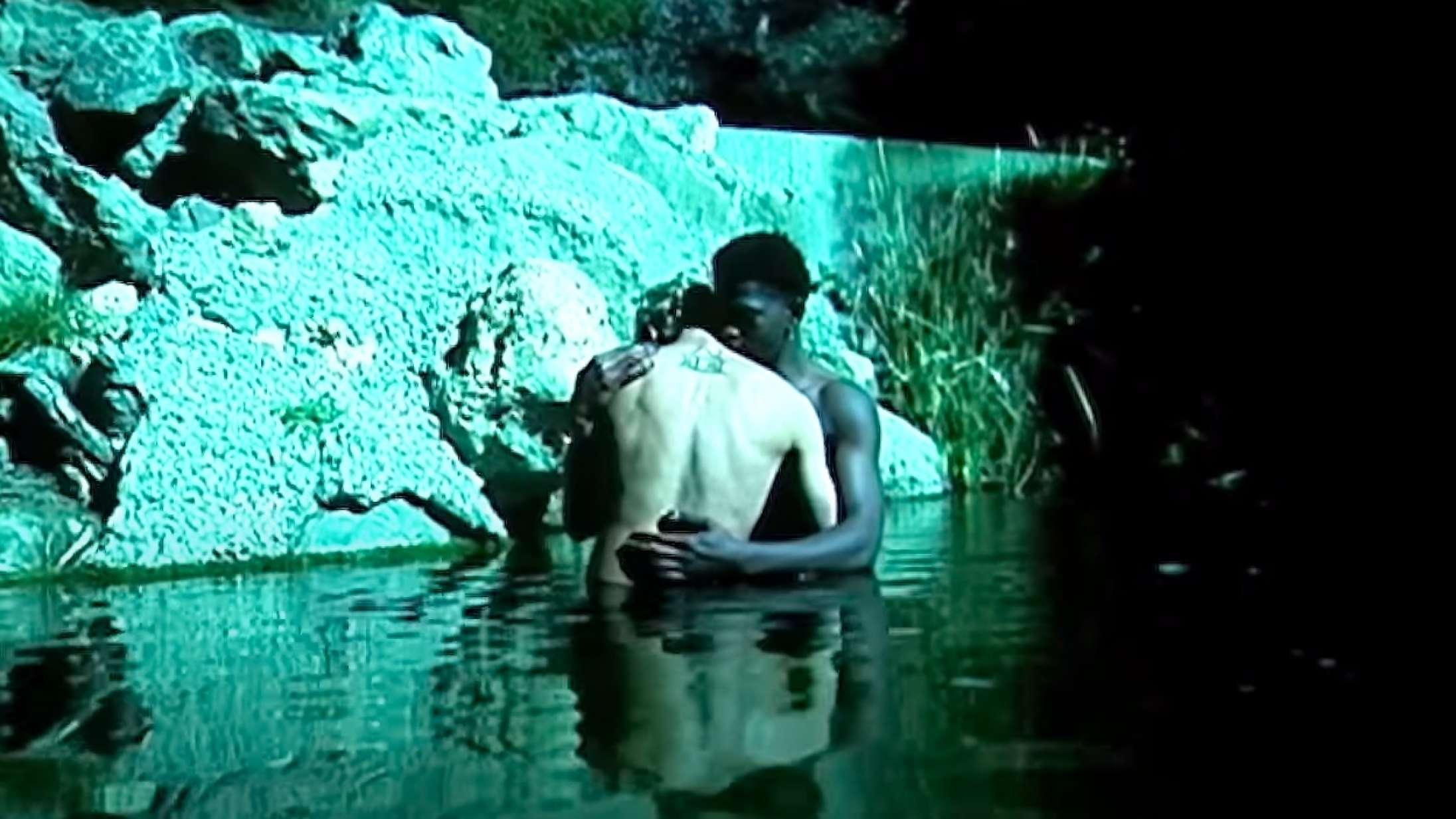 Nøgenbadning video