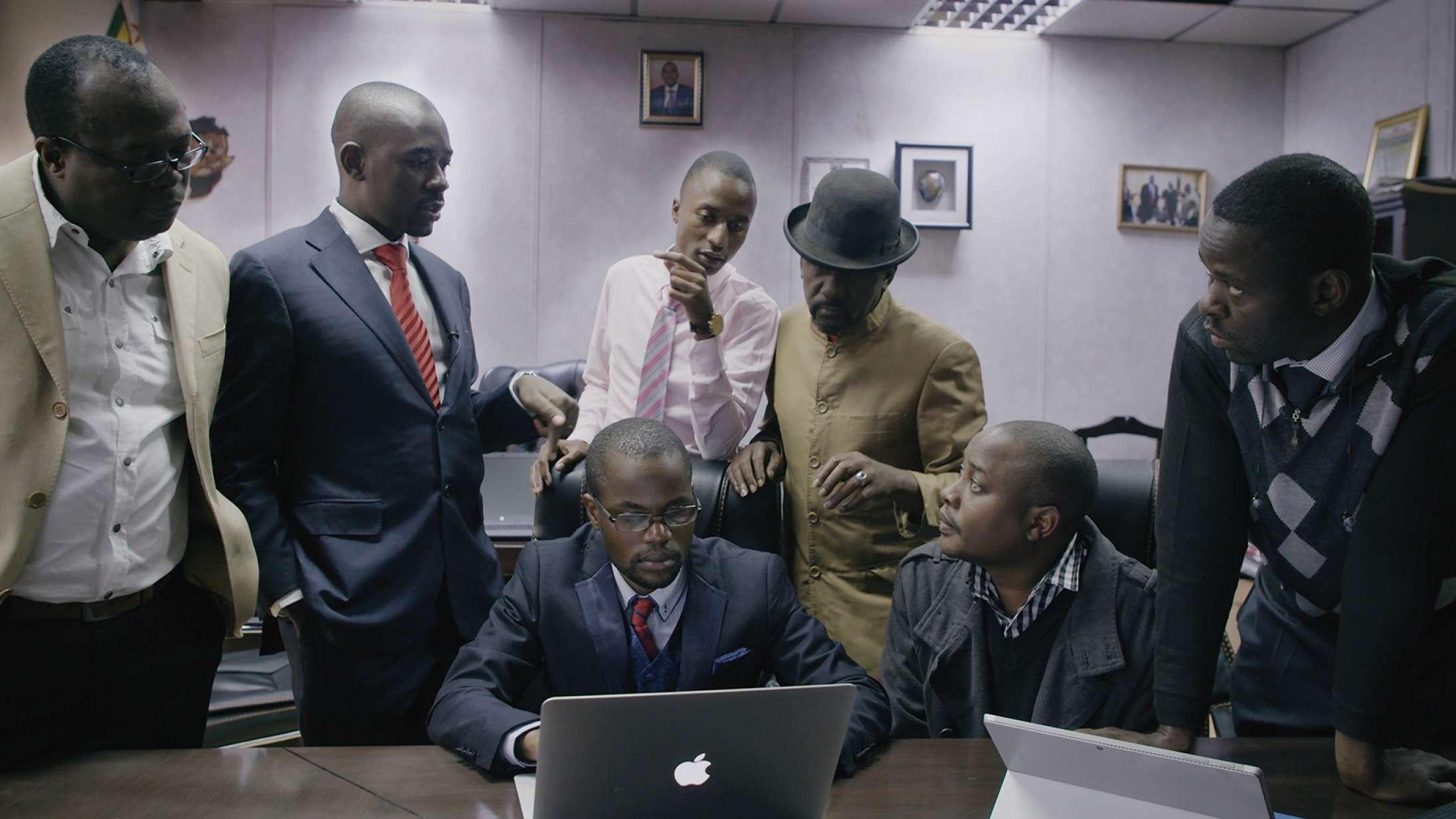 'President': Dansk instruktør står bag overvældende film om præsidentvalg i Zimbabwe