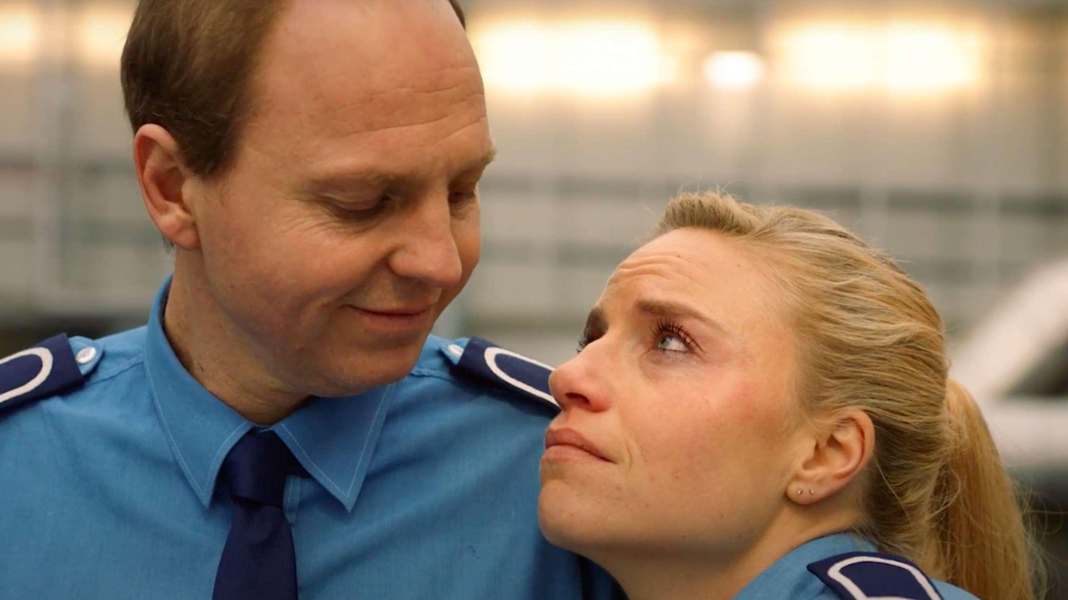 Rune Klan og Josephine Park forsvarer dit shoppecenter – se traileren til komedien 'Centervagt'
