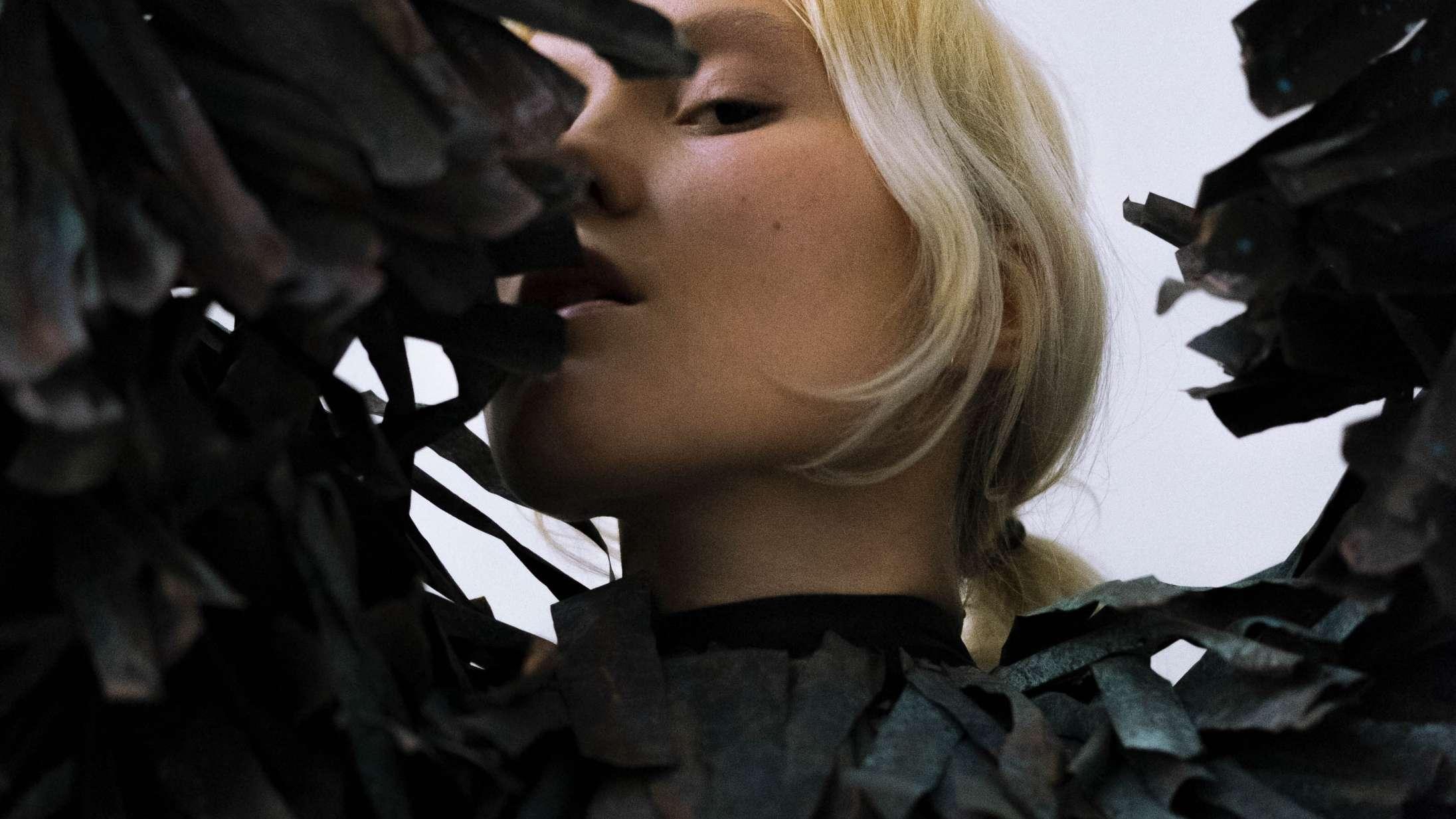 Fabers debutalbum 'Portrætter' rummer store popøjeblikke under den hårde fernis