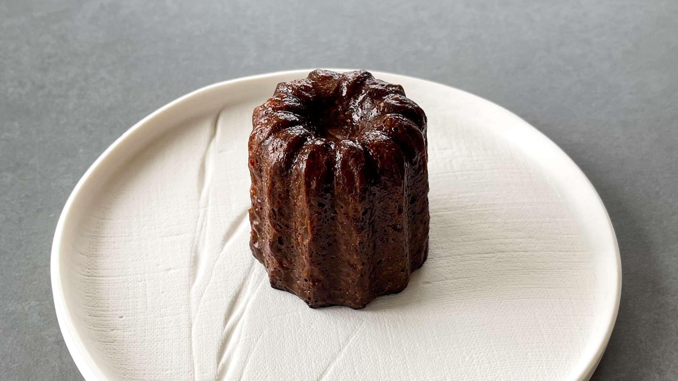 Marie Havnø Frank er kæmpe canelé-nørd – og hjælper dig til at mestre den lille kage