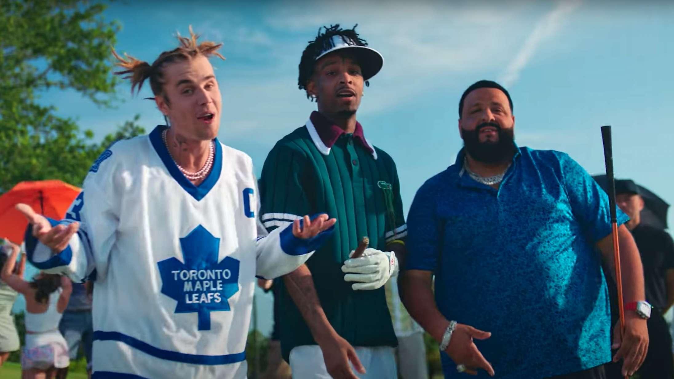 Justin Bieber, 21 Savage og DJ Khaled hygger sig gevaldigt på golfbanen i ny musikvideo
