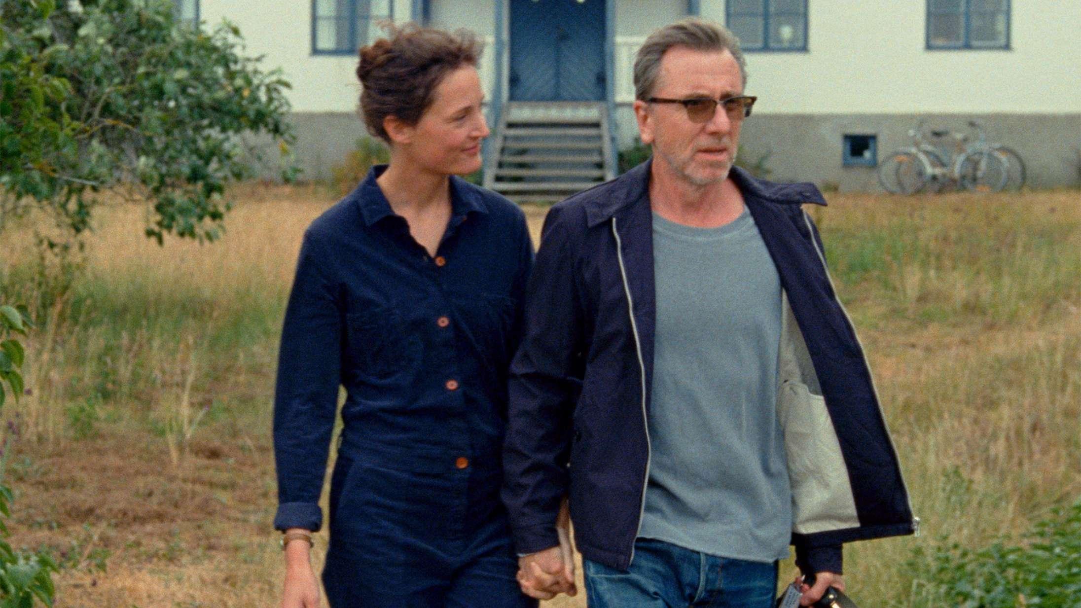 Stjernerne byder sig til i ventet Cannes-drama – se traileren til 'Bergman Island'