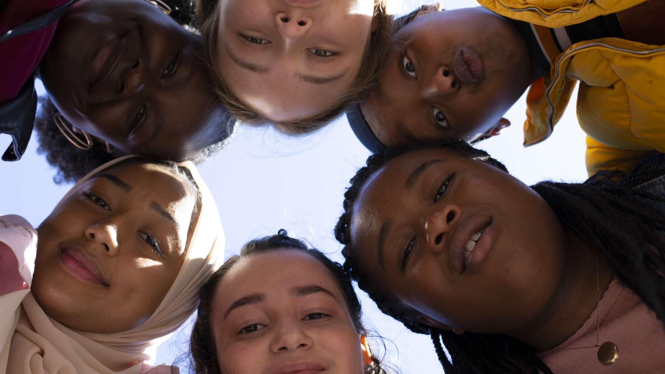 'Rocks': Sjældent er ungdomsvenskab skildret så godt som i biografaktuel britisk film