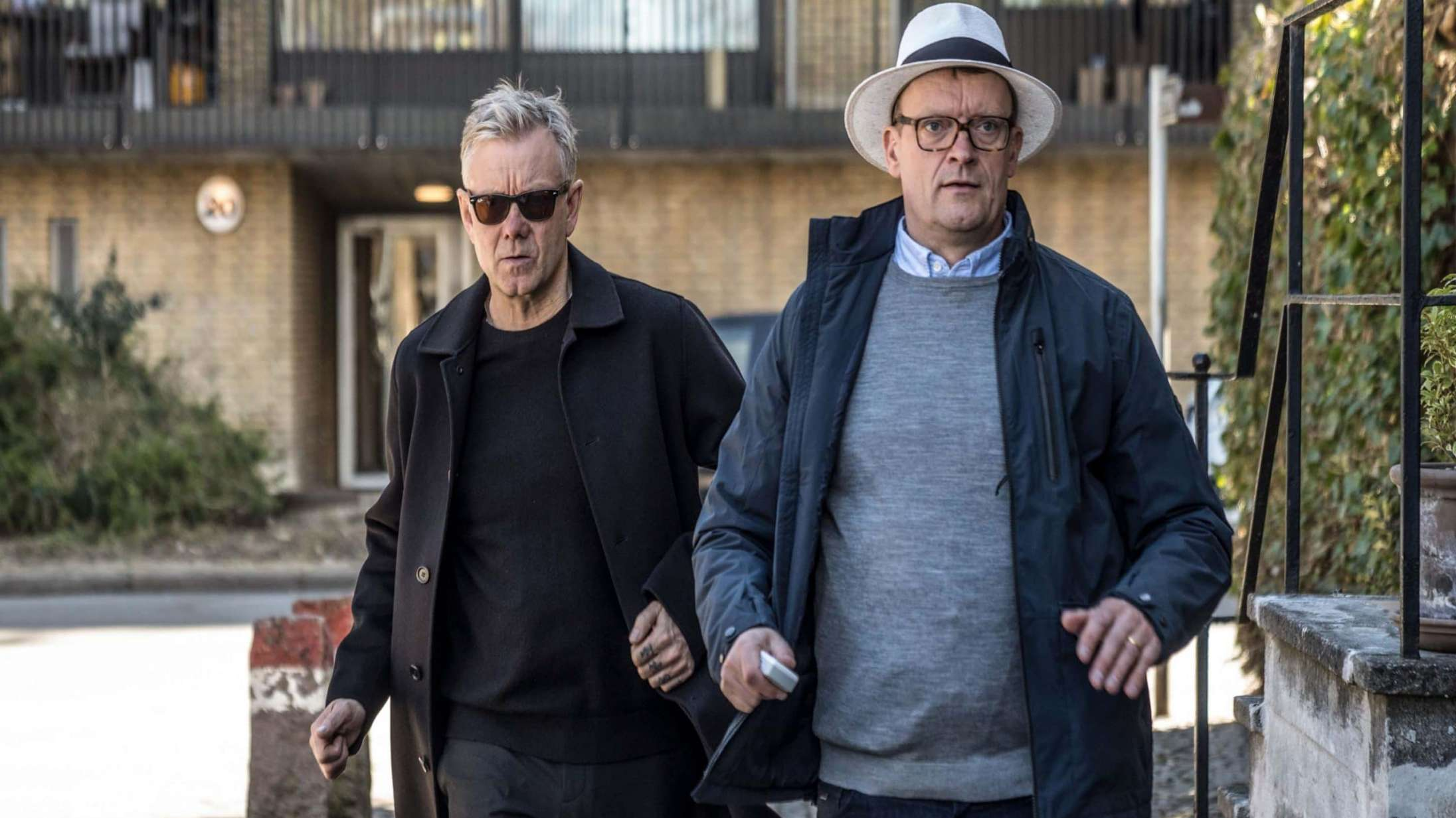 'Klovn' sæson 8: Tryg gensynsglæde trumfer sprængfarlig satire i nye afsnit med Casper og Frank