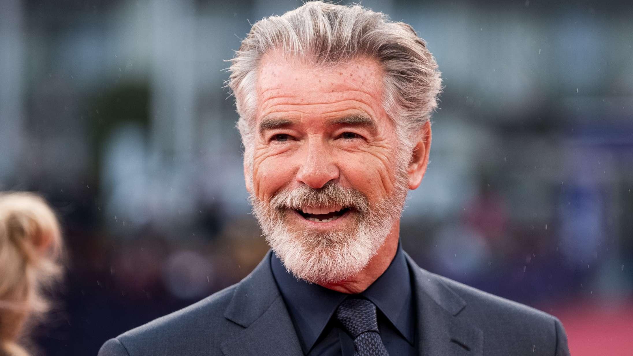 Pierce Brosnan peger på sine to favoritter som den næste James Bond