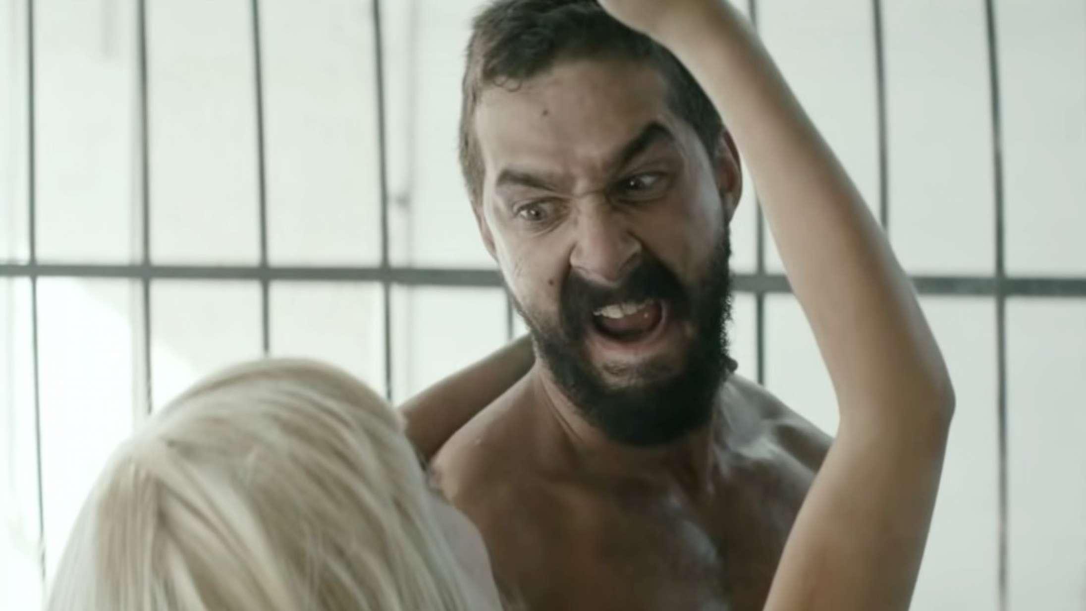De kontroversielle musikvideoer: Sia lukkede halvnøgne Shia LaBeouf og Maddie Ziegler inde i et bur, og Twitter-helvede brød løs