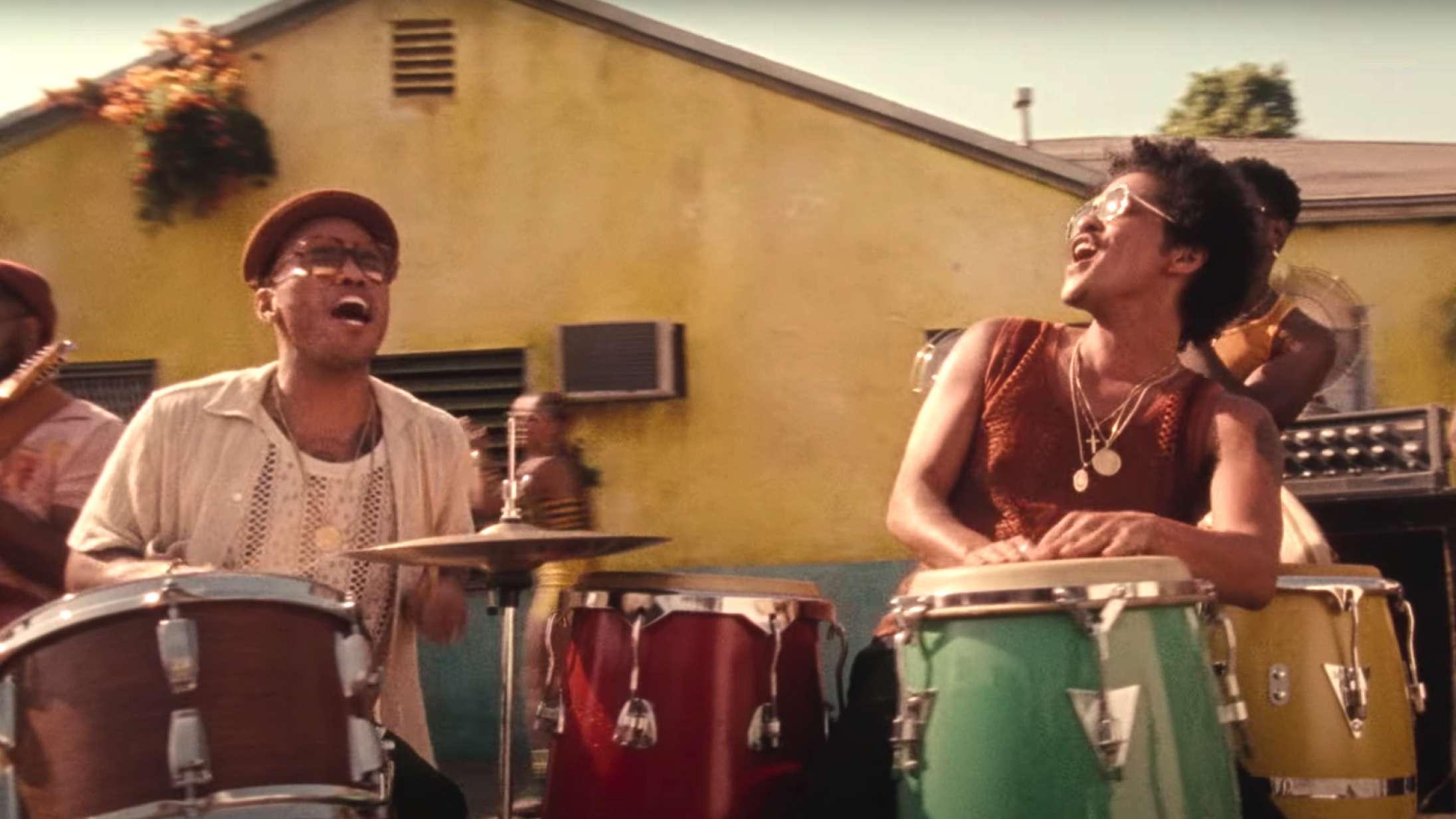 Anderson .Paak og Bruno Mars deler ny single fra fællesprojektet Silk Sonic – se musikvideoen til 'Skate'
