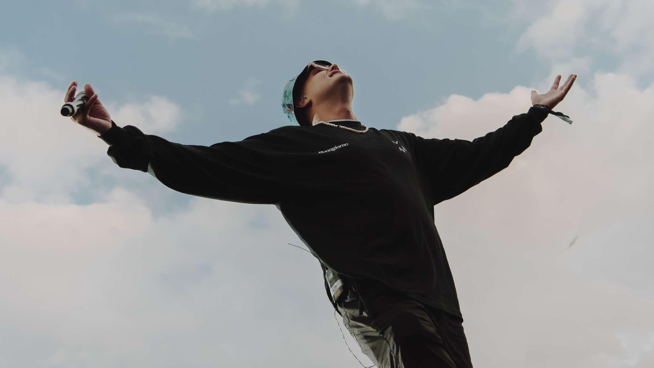 Kidds nye single lyder som en efterfølger til 'Buongiorno' – den får ikke for lidt på 'Slikhår'