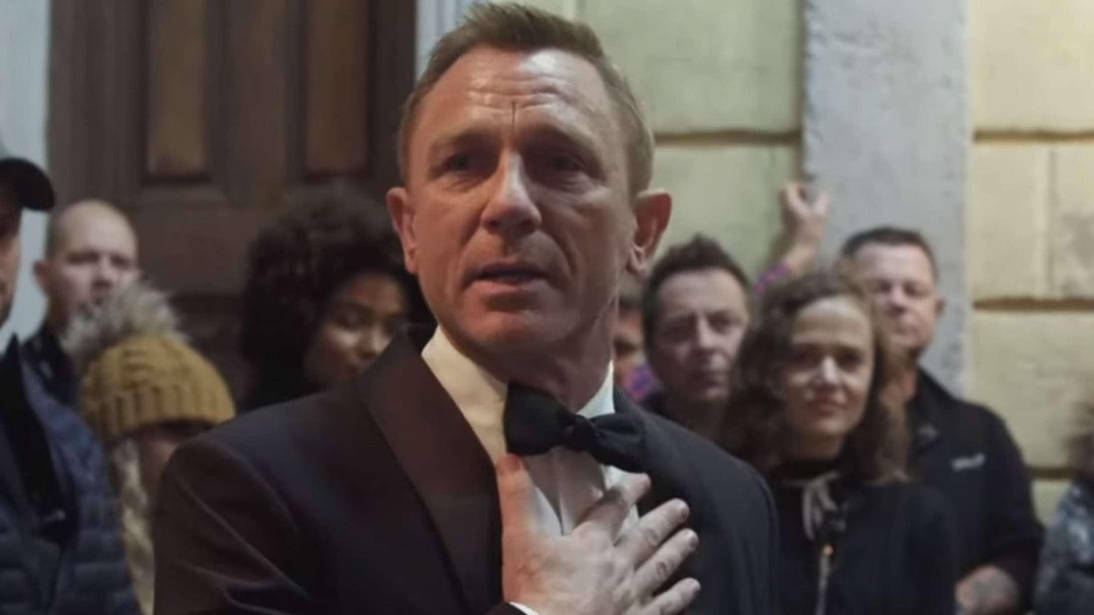 Se Daniel Craig tage tårevædet afsked med James Bond-rollen på sidste optagedag for 'No Time to Die'