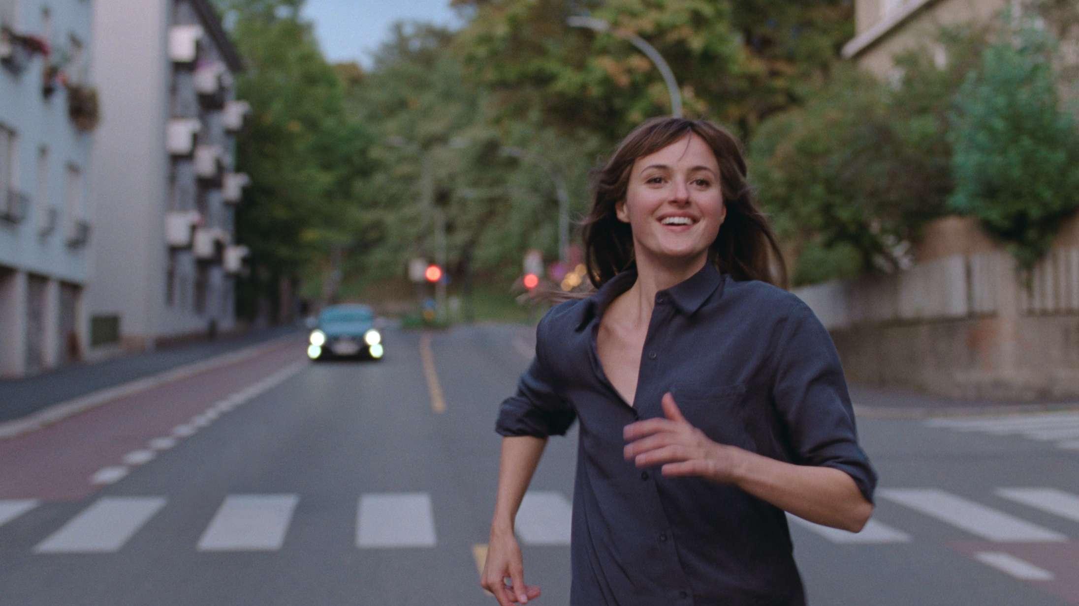 Er 30-årige Julie Verdens Værste Menneske? Se traileren til Joachim Triers roste nye film