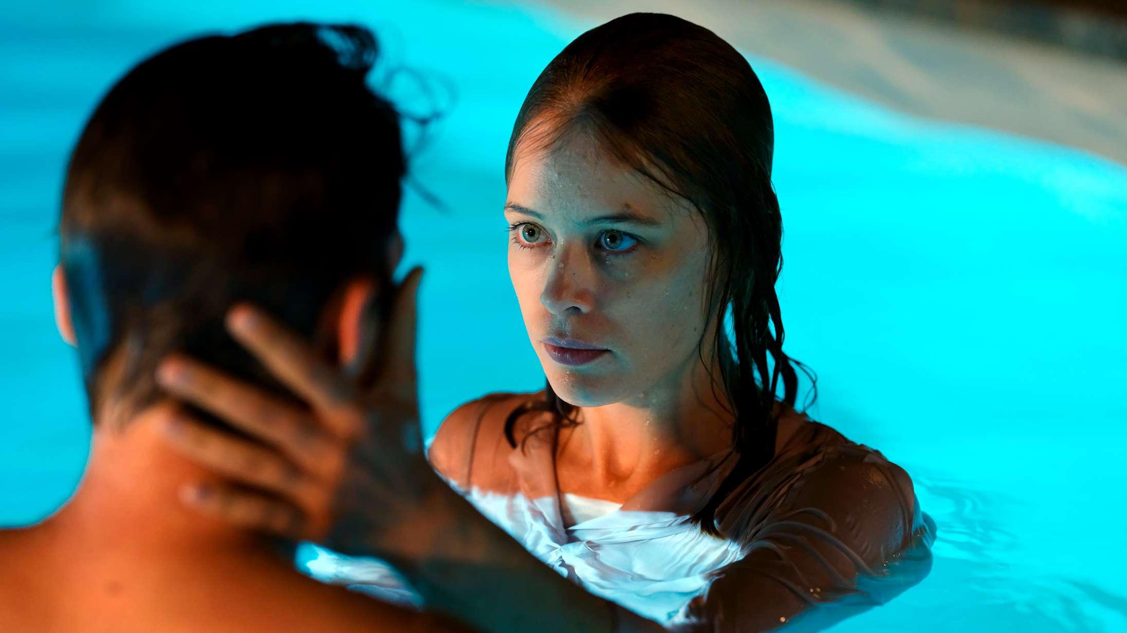 'Undine': Tysk mester har skabt en fremragende film ud fra havfruemyten