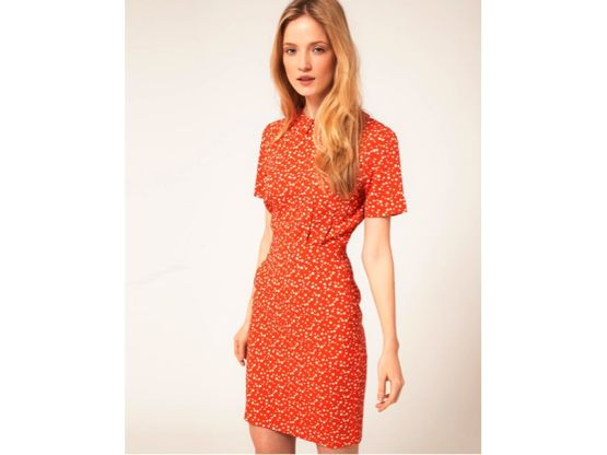 b0d1c9cca51e Ganni Ganni har lavet en feminin kjole med prikket mønster