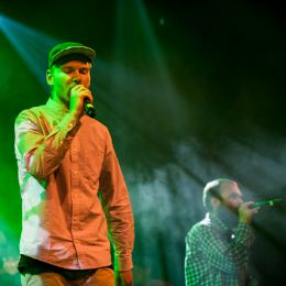 Klumben & Raske Penge – dancehall-genier i energisk triumf